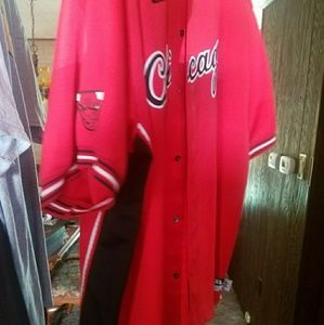 Nike Chicago Bulls Button up 4x but fits big!!